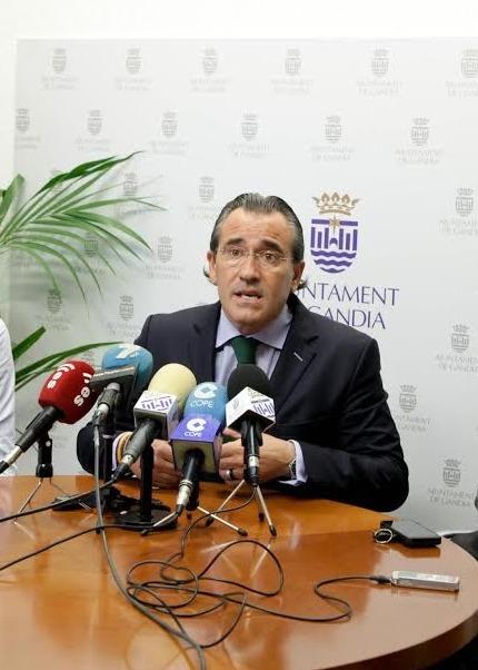 Arturo Torró propone una gestión mixta para el Mercado de Abastos