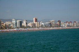 playa gandia, turistas, turismo, sombrillas2