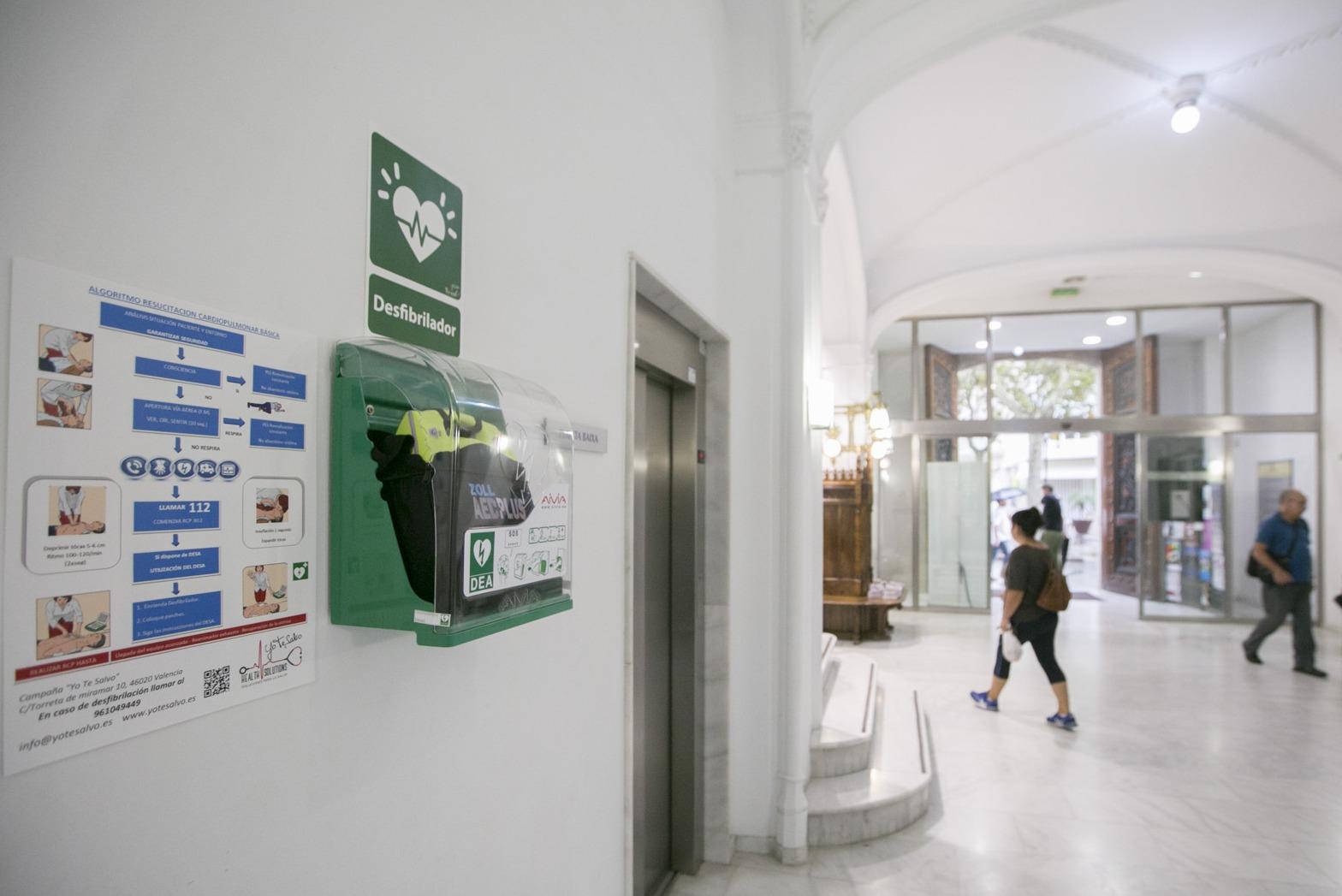 Gandia instala 4 desfibriladores más en edificios públicos y así ya son 12 en toda la ciudad