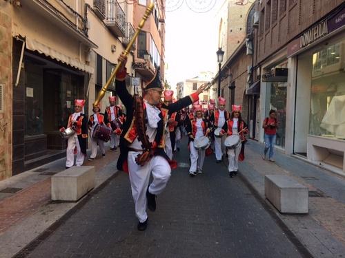 Las bandas de Tio de la Porra invaden las calles de Gandia y anuncia la Fira i Festes