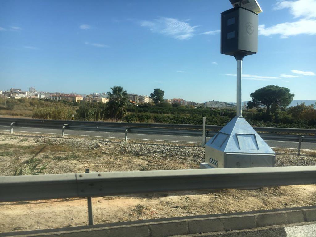 Instalan dos radares fijos en la ronda de circunvalación de Gandia