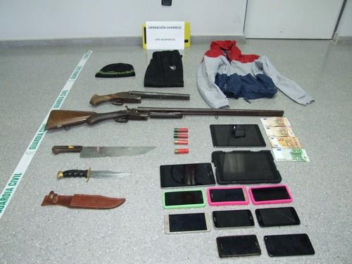 Roban una escopeta recortada en una casa de Simat que después utilizan para atracar con violencia restaurantes