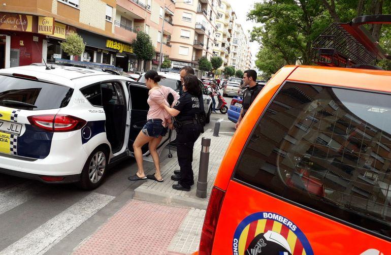 Dos mujeres detenidas por amenazar con lanzar a dos niños desde el balcón