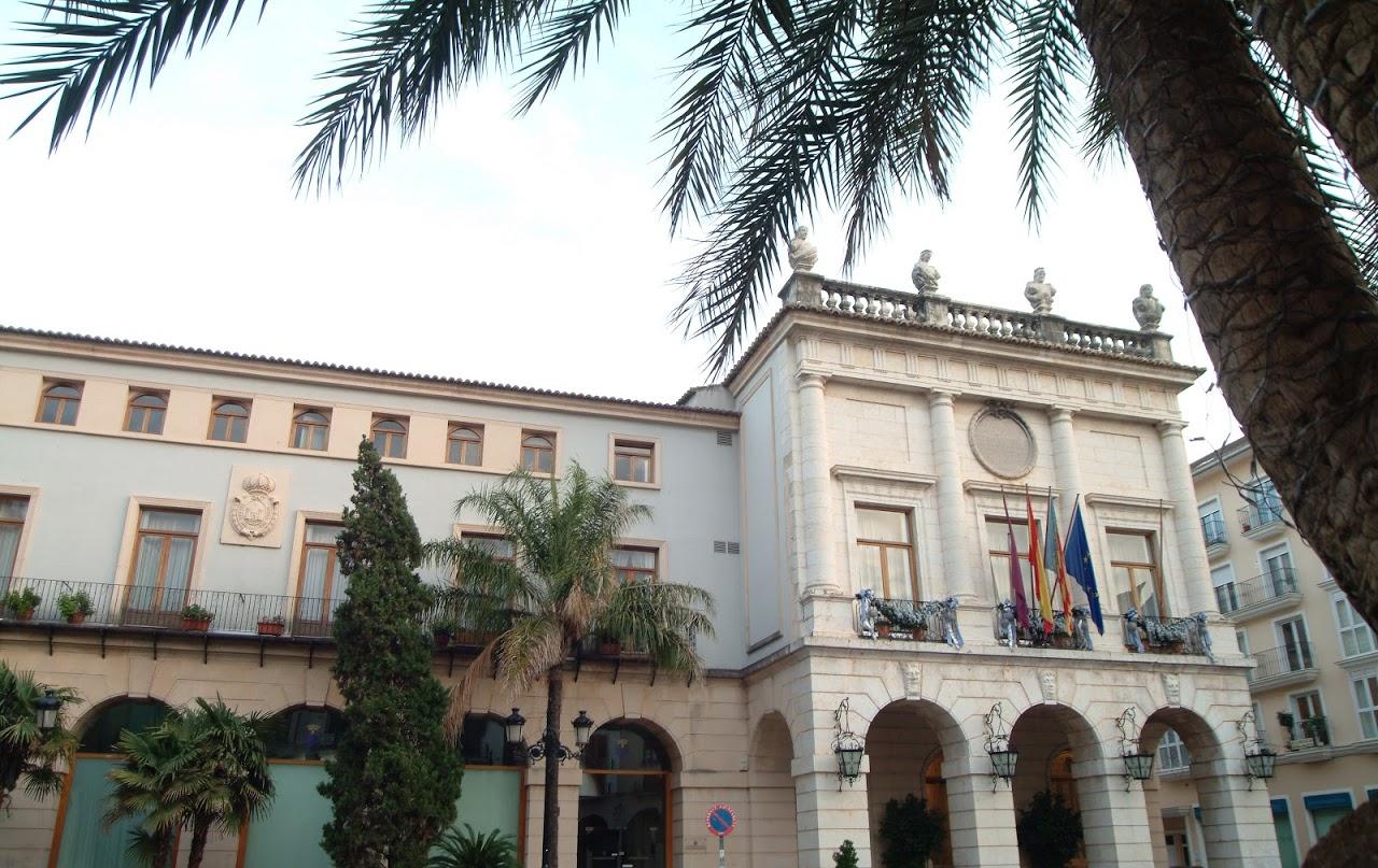 Dos agentes de la UDEF se presentan en el Ayuntamiento de Gandia por la Operación Enredadera