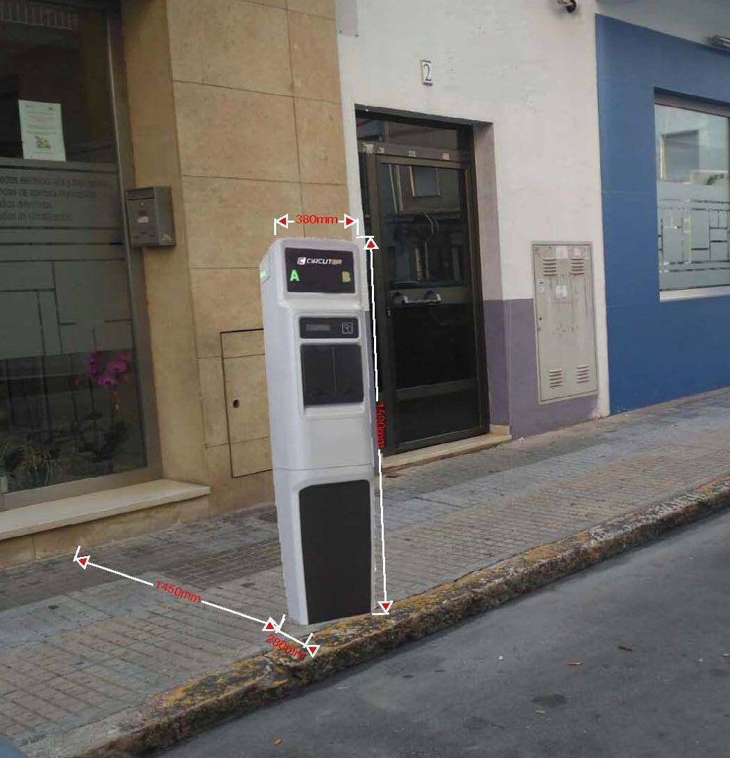 Oliva instala el primer cargador eléctrico para coches