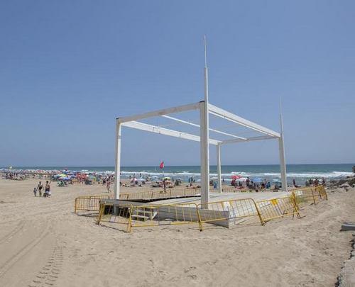 El escenario de la playa de Gandia será reparado con 50.000 euros